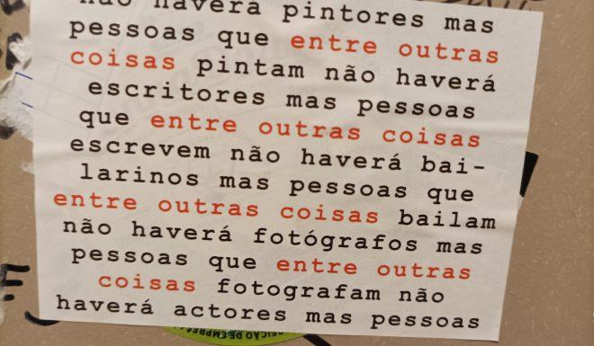166_lugares_comuns_autocolante_quarto_banho_duas_letra