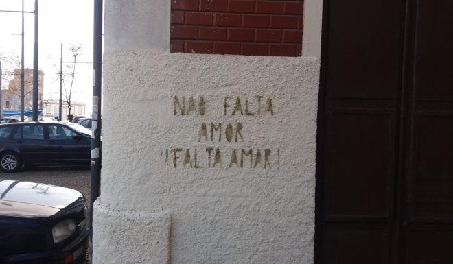 58_lugares_comuns_não_falta_amor.